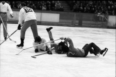 Traditionnel match de hockey entre les boulangers-pâtissiers et les bouchers-charcutiers. (1980)